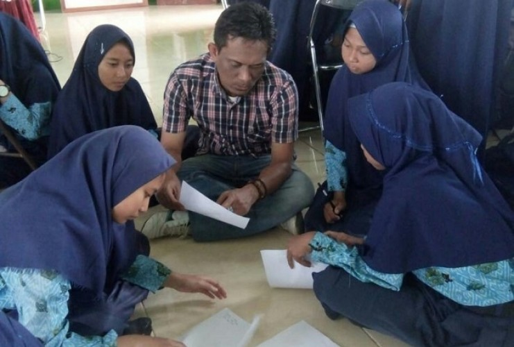 Novelis Mesuji Ajarkan Menulis kepada Siswa SMPN 1 Mesuji