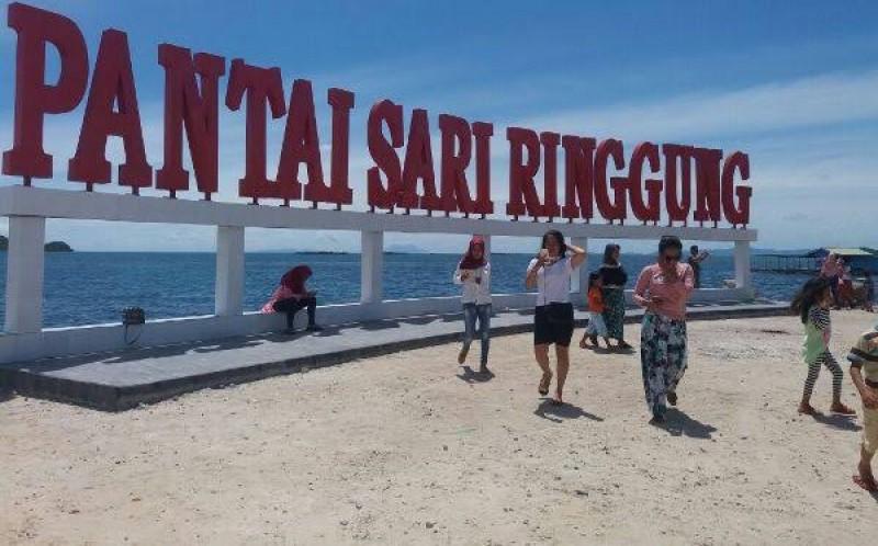 Objek Wisata Pantai Mulai Diserbu Pengunjung