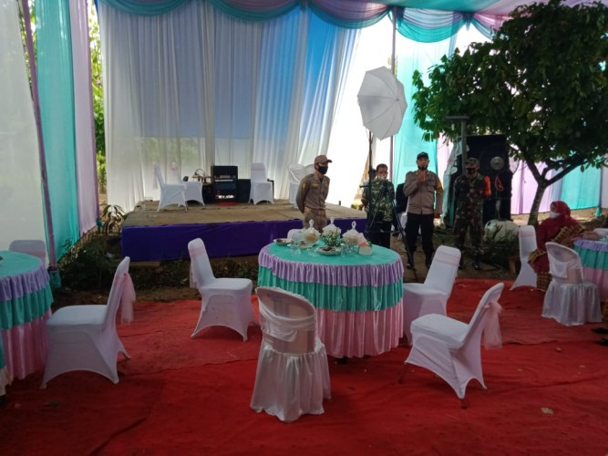 Operasi Yustisi, Polsek Baradatu Bubarkan Resepsi Pernikahan di Bakti Negara