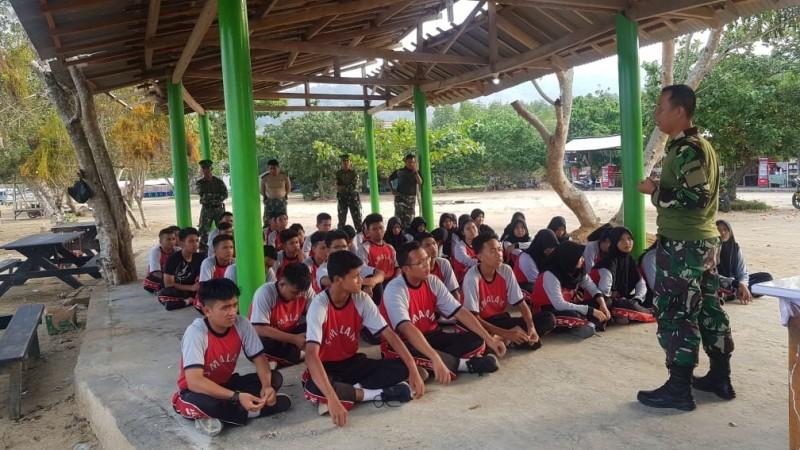 OSIS SMAN 9 Bandar Lampung Latihan Kepemimpinan di Markas Marinir