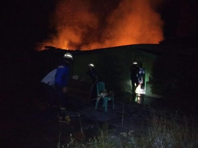 Pabrik Katul di Metro Utara Ludes Terbakar