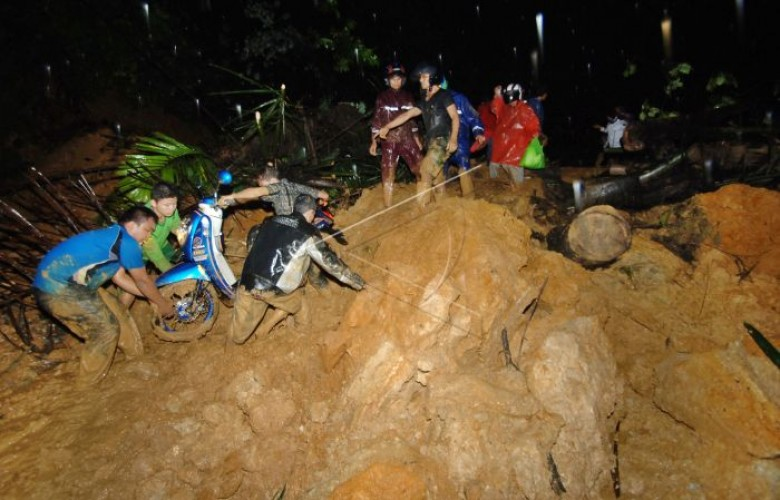 Padang-Solok Lumpuh Total Akibat Longsor