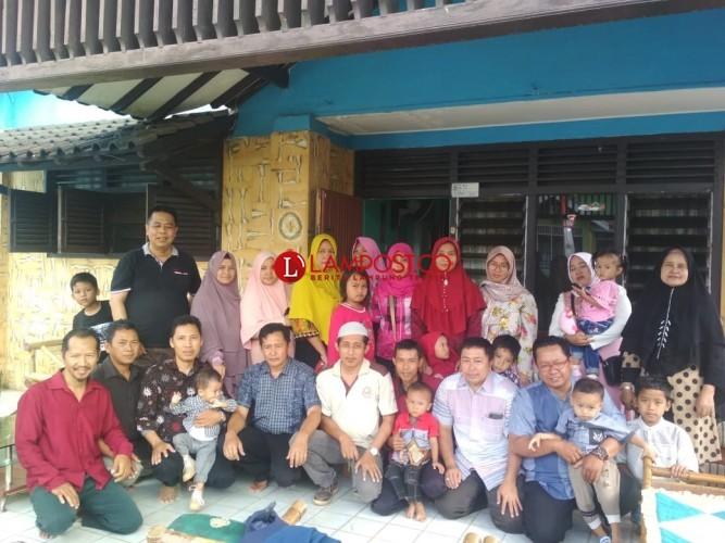 Paguyuban Bakul Kue Lampung Rutin Berbagi