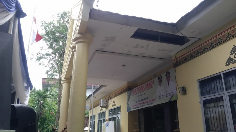 Pairin Tugaskan Camat Metro Timur Perbaiki Kantor Kecamatan