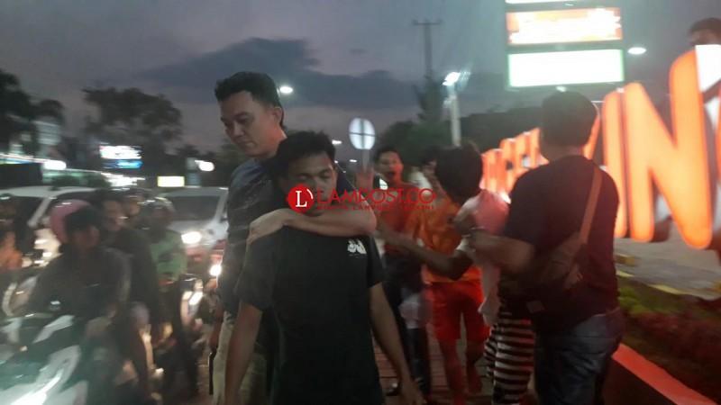'Pak Ogah' Memaksa Minta Uang Penyebab Keributan di Depan Burger King