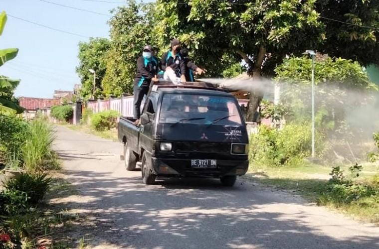 Palasjaya Rutin Penyemprotan Disinfektan di Tiap Dusun