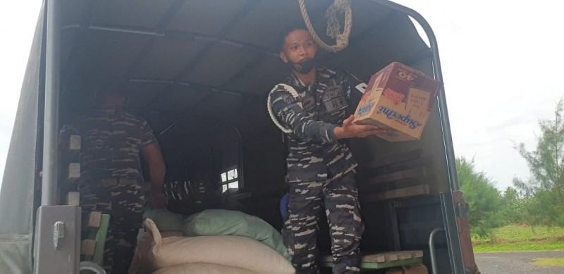 Panglima Koarmada III Salurkan Bantuan untuk Korban Banjir Halmahera Utara