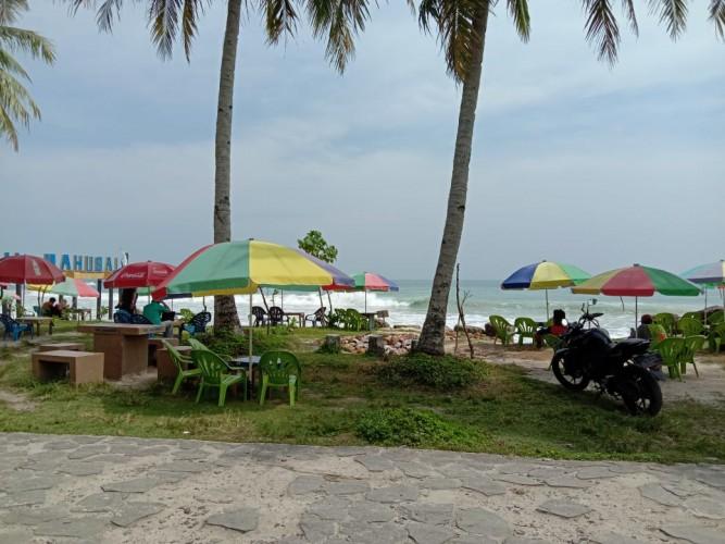 Pantai Labuhan Jukung Mulai Dipenuhi Wisatawan