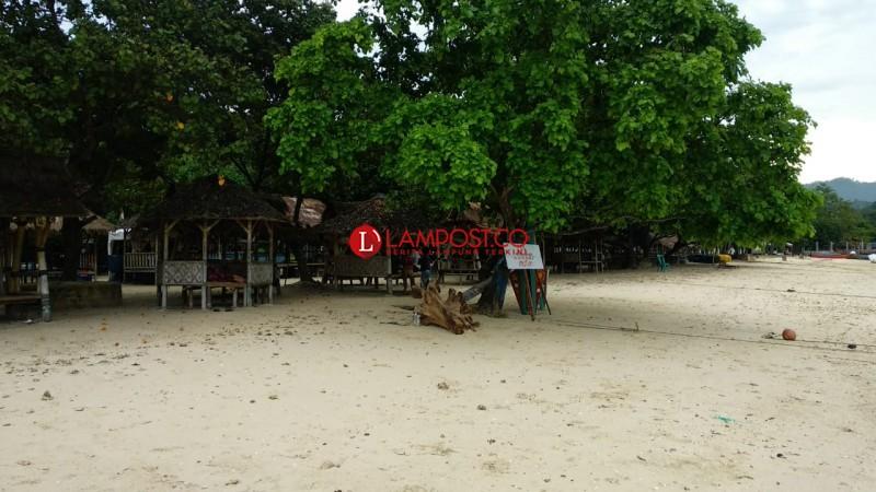 Pantai Mutun Sepi Pengunjung