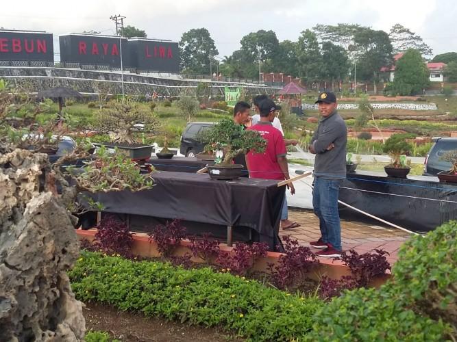 Parosil Apresiasi Pameran Bonsai Karena Pelaksanaanya Tanpa Membenani APBD