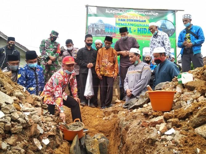 Parosil Lakukan Peletakan Batu Pertama Masjid Al-Hidayah