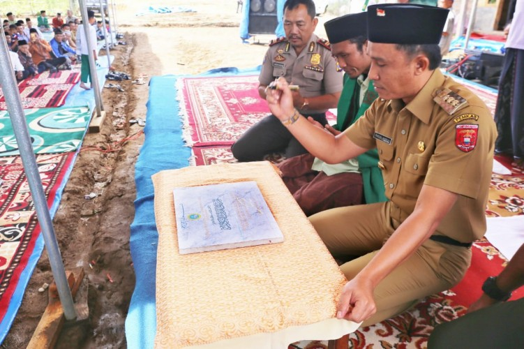 Parosil Resmikan Pondok Pesantren Murotillil Qur'anil Karim Landos