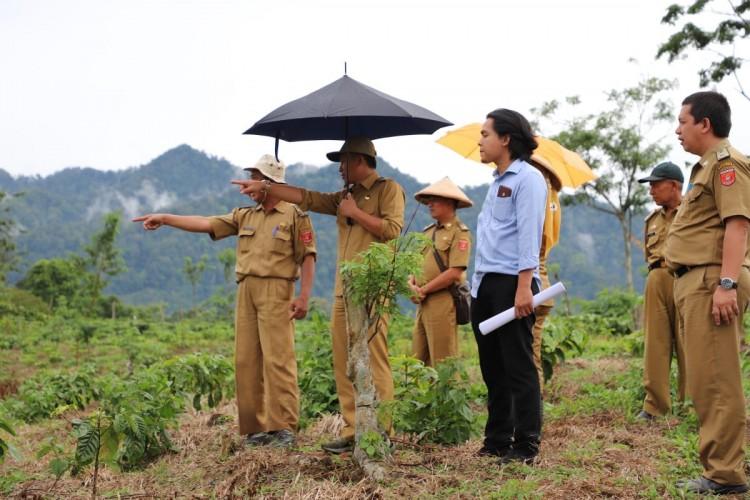Parosil Tinjau Lokasi Rencana Pembangunan Sekolah Kopi