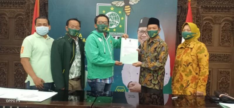 Pasangan Hipni-Melin Terima SK Dukungan PKB pada Pilkada Lamsel