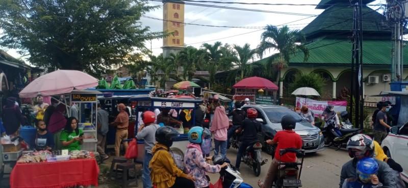 Pasar Wayhalim Langganan Macet Jelang Buka Puasa