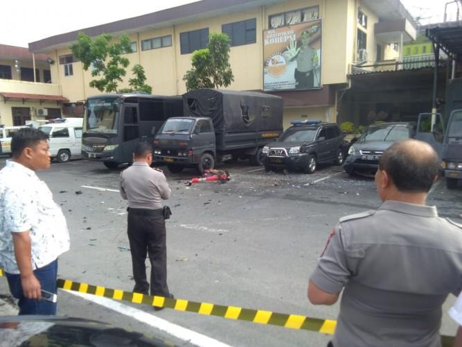 Pascaledakan,  Masyarakat Dievakuasi dari Mapolresta Medan
