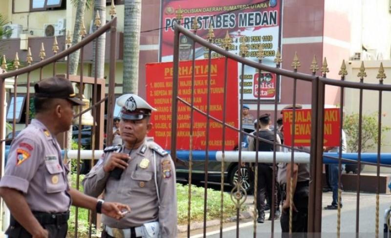 Jalan di Depan Mapolrestabes Medan Ditutup