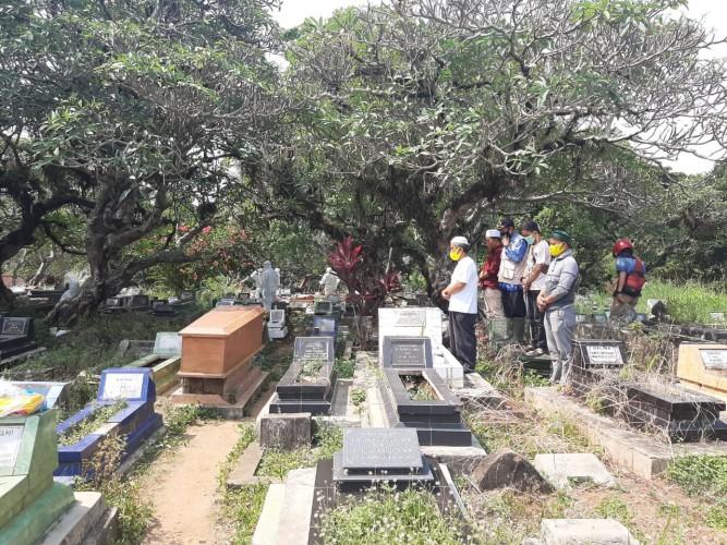 Pasien Covid-19 MeninggalDimakamkan di TPU Kebon Jahe