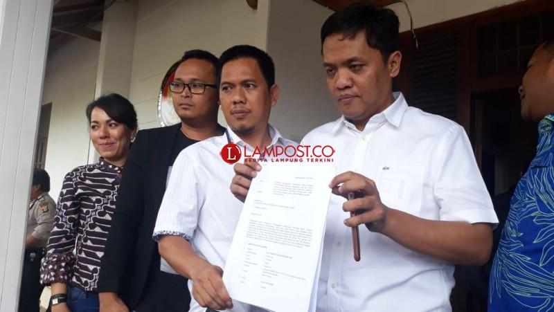 Paslon 1 Serahkan Laporan Pelanggaran Politik Uang pada 13 Kabupaten ke Bawaslu