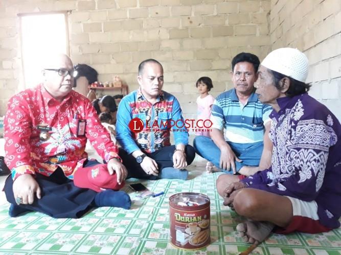 Pastikan Program Bedah Rumah Berjalan, Kadis Perumahan Rakyat Tulangbawang Tinjau Lokasi Pembangunan