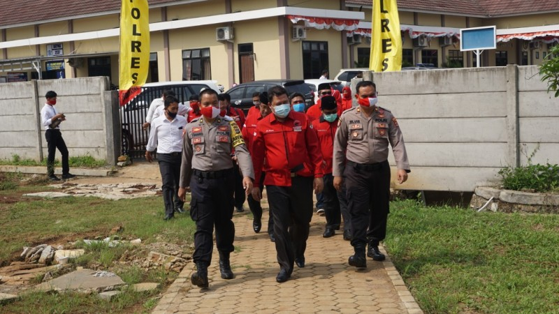 Polisi Didesak Usut Pembakaran Bendera PDIP