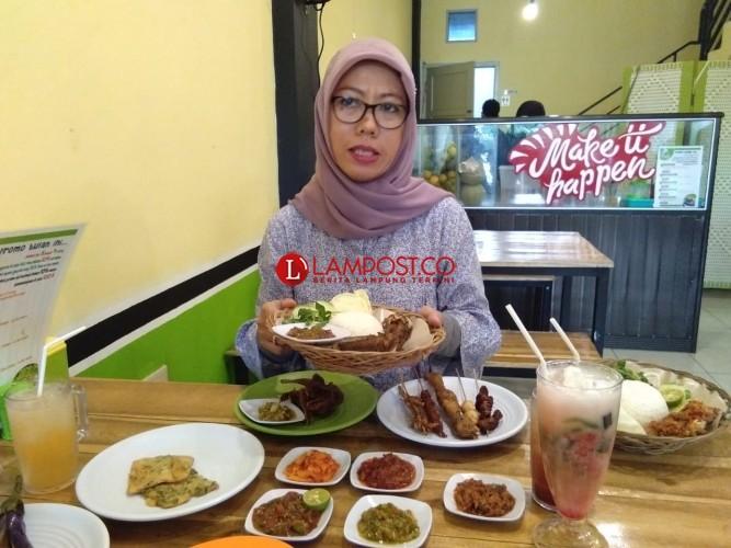 Pecel Lele Mamih Gembul Bikin Konsep Angkringan Pertama di Lampung