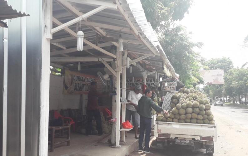 Pedagang Disekitar PKOR Wayhalim Minta Keadilan