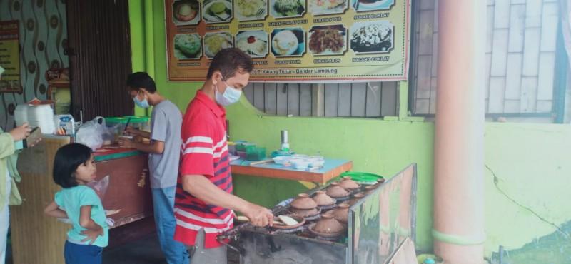 Ramadan, Masa-Masa Gurih Pedagang Kue Surabi