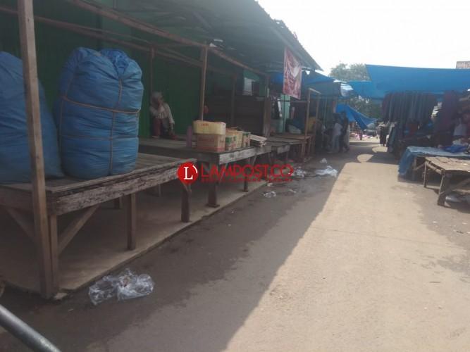 Pedagang Positif Korona, Pasar Gedongtataan Sepi