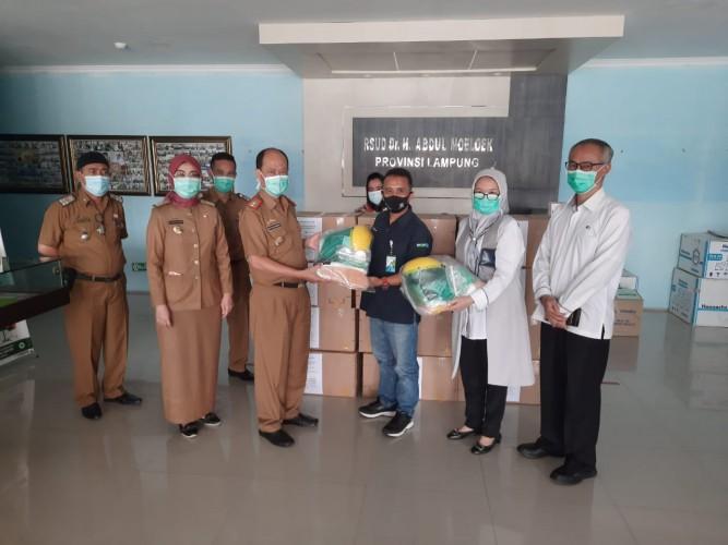 Peduli Penanganan Covid-19, BPJamsostek Bandar Lampung Kembali Salurkan Bantuan APD ke Rumah Sakit