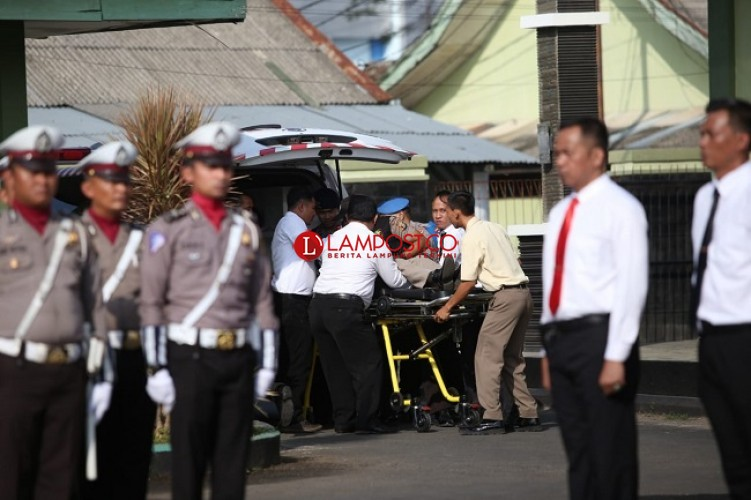 Pegawai Pingsan Saat Upacara HUT Bhayangkara