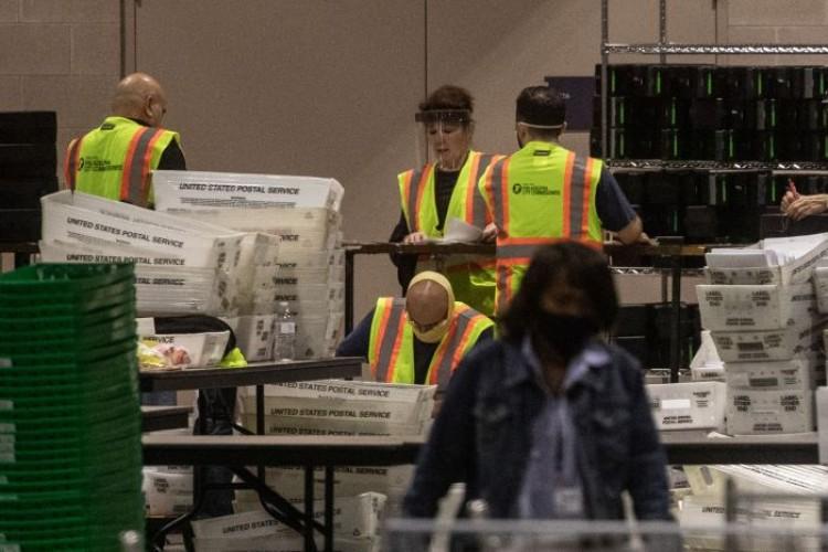 Pejabat Pemilu AS Sebut Tidak Ada Bukti Suara Hilang