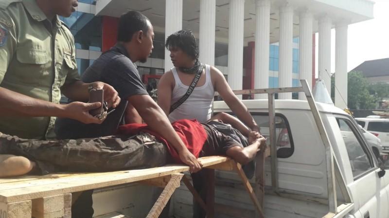 Pekerja Terjatuh Saat Perbaiki Lift di Pemkot Bandar Lampung