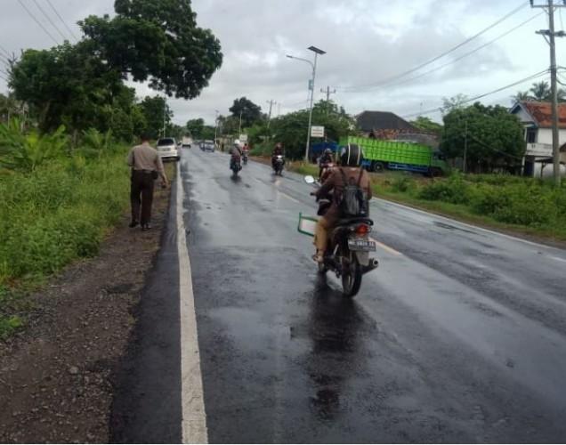Pelajar SMKN 1 Kalianda Tewas Tabrak Minibus di Jalinsum