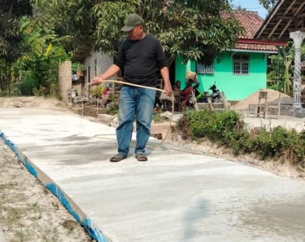 Pelaksana Proyek Sebut Kerusakan Jalan Cor Beton Mekarmulya Lamsel Faktor Alam