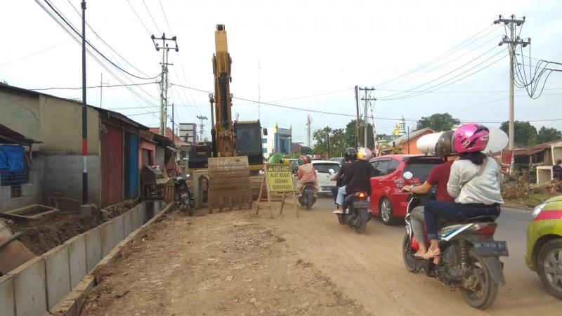 Pelaksanaan Konstruksi <i>Flyover</i> Sultan Agung Berlanjutmeski Musim Hujan