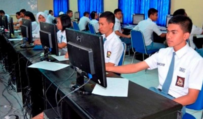 Pelaksanaan Ujian Nasional di Metro 100% Menggunakan Komputer