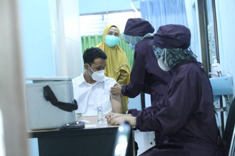 Pelaksanaan Vaksin Covid-19 untuk Nakes Perdana di Kupang Kota