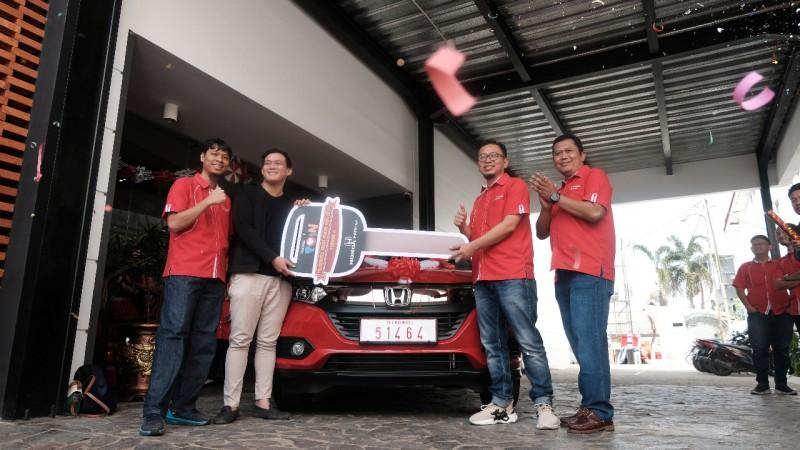 Pelanggan Telkomsel Palembang Raih Undian Honda HR-V