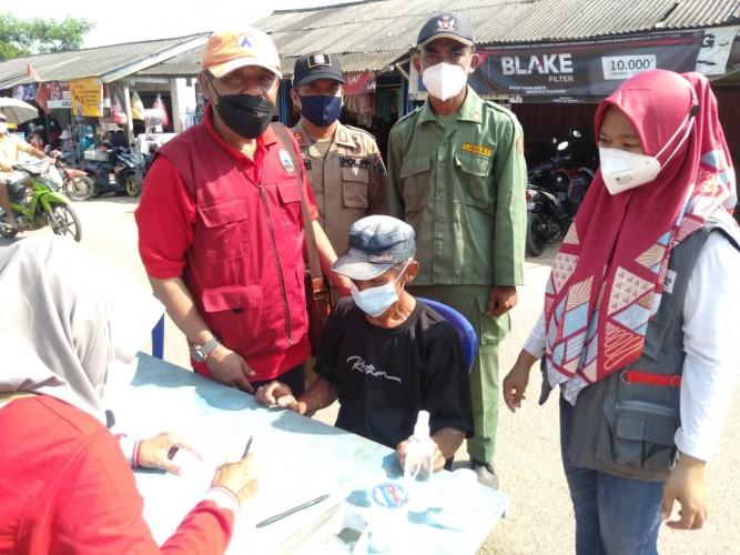 Pelanggar Prokes di Pasar Waygalih Dihukum <i>Push Up</i> dan Lafalkan Pancasila