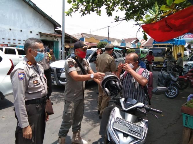 Pelanggar Protokol Kesehatan di Pasar Kotaagung Diberikan Sanksi