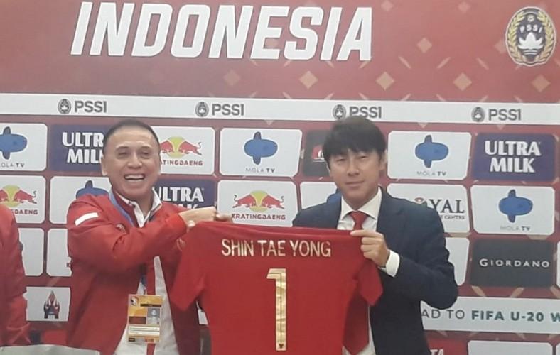 Pelatih Asal Korsel Resmi Tukangi Timnas Indonesia