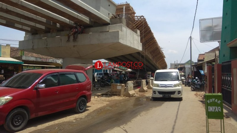 Pembangunan Flyover Berdampak Omzet Pedagang Pasar Untung Menurun