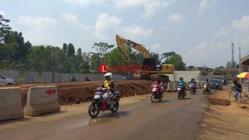 Pembangunan Flyover di Jalan Komarudin Baru 30 Persen