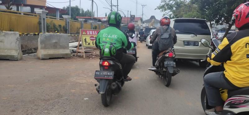 Pembangunan <i>Fly Over</i> Sultan Agung Mulai Berdampak Kemacetan
