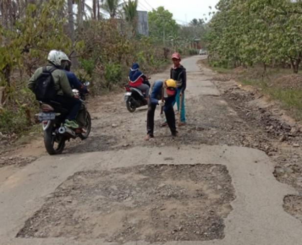 Pembangunan Jalan Desa Kotadalam-Siringjaha Diragukan Rampung Tepat Waktu