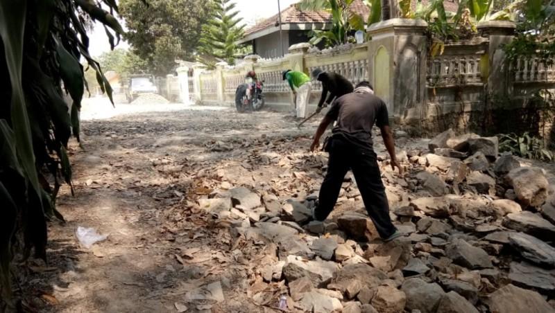 Pembangunan Jalan di Desa Bangunan Diduga Proyek Siluman