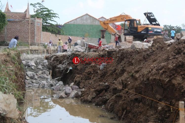 Pembangunan Pagar Plaza Living Tak Berdayakan Warga Sekitar