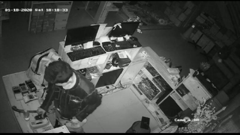 Pembobol Deoni Way Halim Terekam CCTV