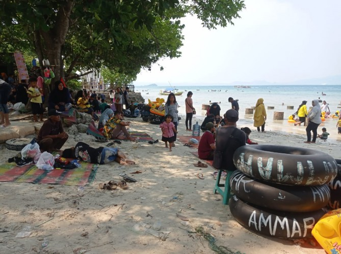 Pembukaan Pantai Jadi Berkah Usaha Penyewaan Ban